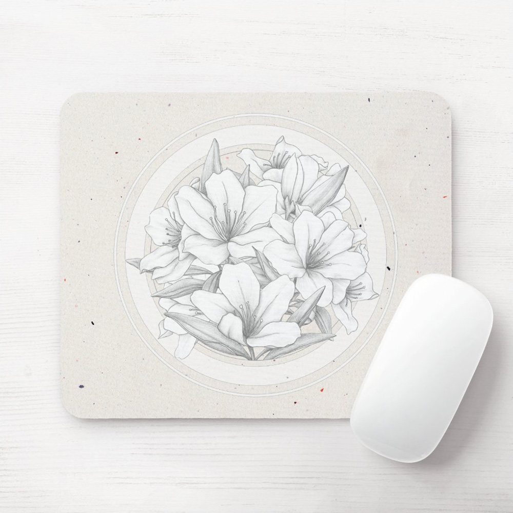 Round floral bouquet mouse pad